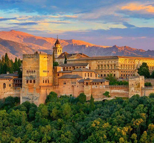 Visita guiada entorno de la Alhambra y sesión de baño árabe en el Aljibe de San Miguel de Granada